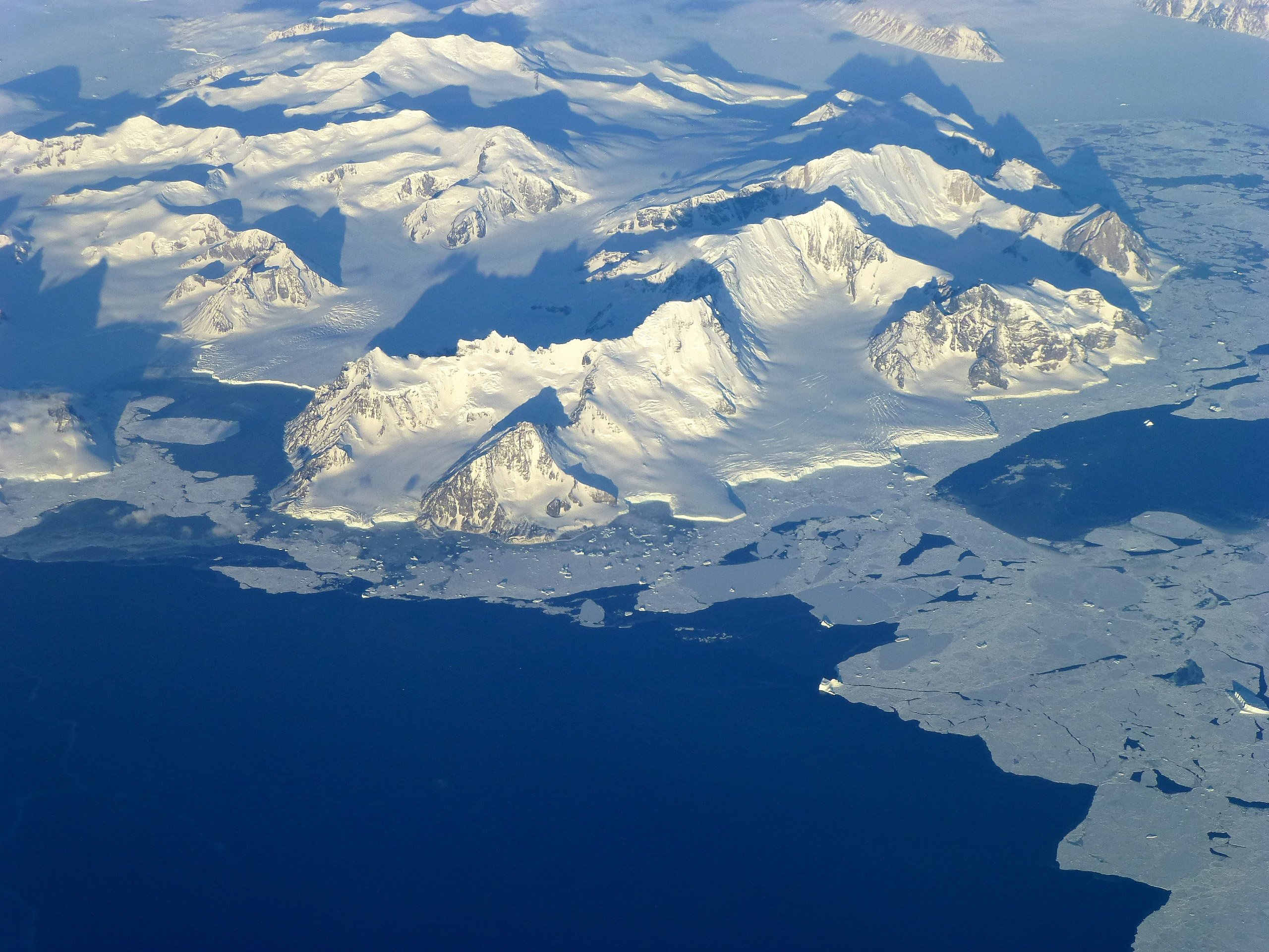 http://static1.businessinsider.com/image/56378313dd08956a658b4583-2560-1920/antarctic%20peninsula.jpg